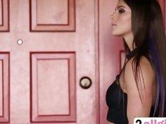 Lesbian Aspen Rae Gets Pussy Fingered Outdoors