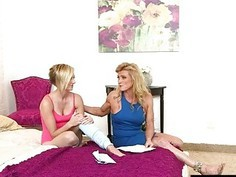 Cute teen Kate England and hot mom Amanda Verhhoks lesbosex