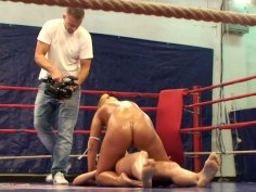 Blonde chicks Teena Dolly and Linda Ray take on each other